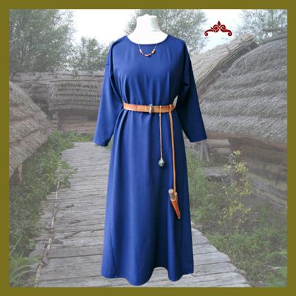 Langes Kleid, runder Ausschnitt